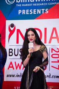 bollywood actress amrita rao felicitates top achievers at india business awards - 2017