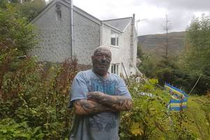 A community has suffered 4 major landslides over the past 60 years - but some refuse to leave