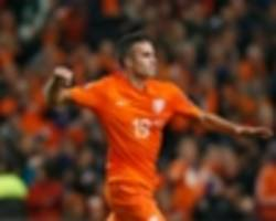 Van Persie and Babel win Netherlands recalls