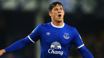 Ross Barkley: Everton midfielder suffers suspected hamstring injury