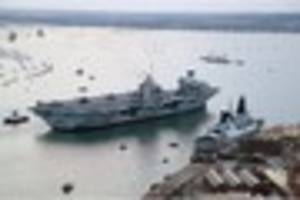 hms queen elizabeth aircraft carrier arrives in home port