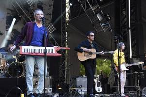 'anyone want to be a hero?' belle and sebastian issue plea for help on twitter after tour bus drives off leaving drummer 500 miles away from gig