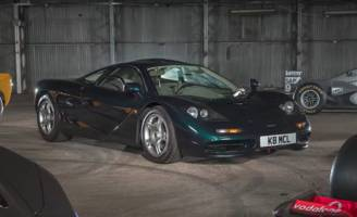 gordon murray tells why the mclaren f1 had a center driver's seat, and other secrets of the supercar's design [video]