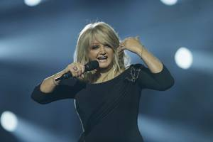 bonnie tyler to sing 'total eclipse of the heart' aboard cruise ship during totality