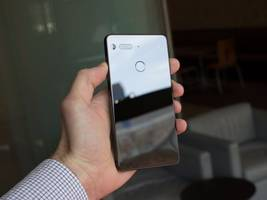hands on with the essential phone, the smartphone made by one of android's co-founders