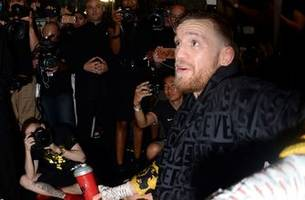 conor mcgregor knows he cannot be knocked out by floyd mayweather