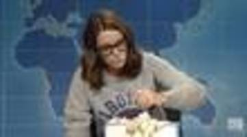 Tina Fey Returns To Weekend Update Desk, Urges Americans To Scream Into Cake