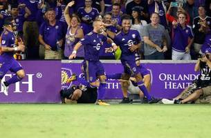Giles Barnes scores in 67th minute, Orlando City ties Crew to keep playoff hopes alive