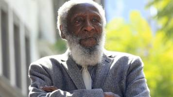 US comedian and activist Dick Gregory dies aged 84