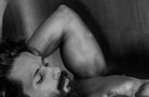 hot photo: shahid kapoor sets screens on fire with this shirtless snap
