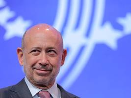 goldman sachs ceo lloyd blankfein fires out a cryptic tweet about a 'shadow across the country'