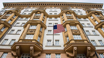 us embassy in russia halts issuance of non-immigrant visas, moscow vows retaliation in kind