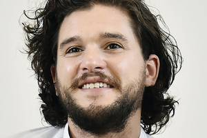 game of thrones' kit harington just bent the knee to elmo