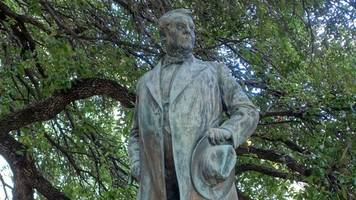 University Of Texas Removes 4 Confederate Statues Overnight