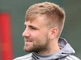 luke shaw looking to 'push on' after man united return
