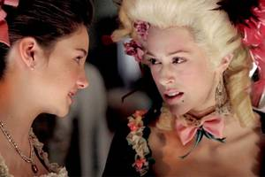watch louise linton's first marie antoinette moment from 2007 'csi: ny' episode (video)