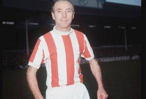 sir stanley matthews's first contract sells for £4,100