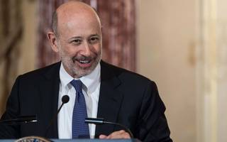 lloyd blankfein goes viral throwing shade at donald trump
