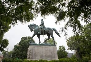 Charlottesville City Council Moves to Shroud Confederate Statues in Black