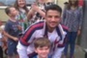 this gillingham road has been lined with  fans as peter andre...