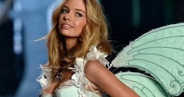 The Fappening: Miley Cyrus, Victoria's Secret Angel Stella Maxwell Hug Pics Leak