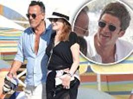 bruce springsteen enjoys holiday with wife patti scialfa