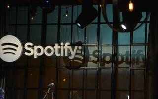 goldman's spotify share sale rings alarm over tech ipos