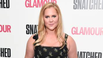 amy schumer challenges netflix on comedian pay gap