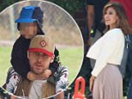 eva mendes on shoot while ryan gosling is on daddy duty