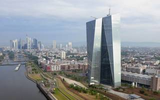 "hallo ""multiplier effect"": frankfurt eyes up to 98,000 jobs from brexit"