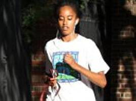 malia obama snaps at woman taking photo of her at harvard