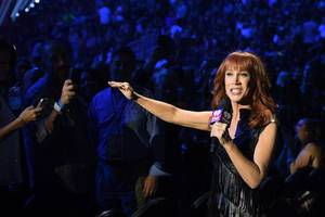 kathy griffin withdraws apology for decapitated trump photo: 'i am no longer sorry' (video)