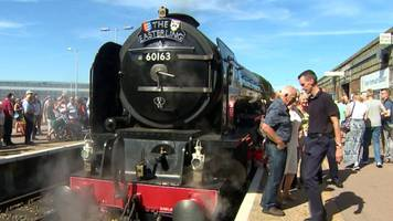 hundreds turn out to see steam train trip to great yarmouth