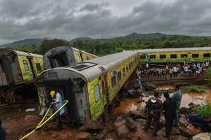 nagpur-mumbai  duronto derailment: railways felicitate drivers for alertness,exemplary dedication
