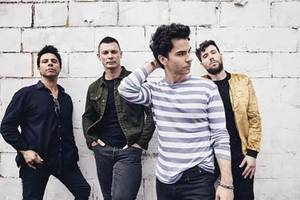 listen: stereophonics - 'caught by the wind'