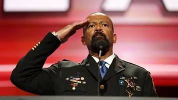 sheriff clarke joins pro-trump super pac as adviser and spokesman