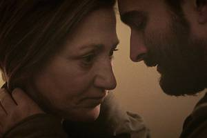 'outside in' toronto review: edie falco, jay duplass shine in quiet drama