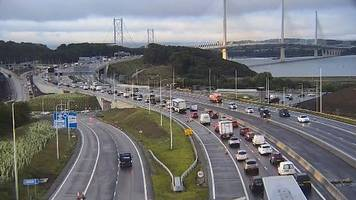 call for forth road bridge to reopen to ease congestion