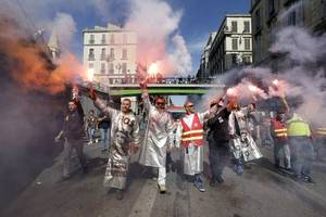 Thousands Protest Against Labor Law Reform by Macron in France