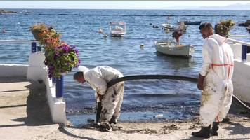 Athens clean-up crews tackle oil spill on beaches