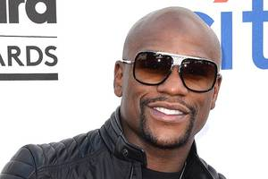 floyd mayweather calls donald trump a 'real man' for 'p–y' grab comments (video)