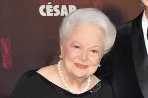 fx accused of 'production malpractice' in olivia de havilland 'feud' lawsuit