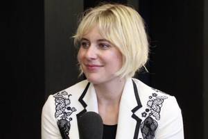 greta gerwig on how irish actress saoirse ronan nailed playing 'lady bird' (video)