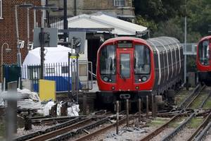 isis claims responsibility for explosion on london subway train that injured 29