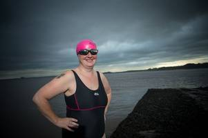 'crazy bird' gran fleur hawthorne to swim the english channel today