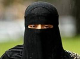 woman is deported because she refused to take off niqab
