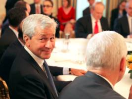 People thought they caught JPMorgan buying bitcoin after Jamie Dimon called it a 'fraud' - but that's not what happened