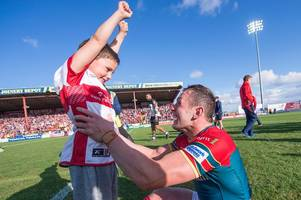 hull kr captain shaun lunt wins championship player of the year award