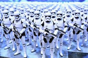 star wars episode ix needs people to be in the blockbuster - here's how to apply