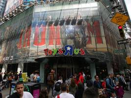 The Toys R Us bankruptcy is clobbering 3 giant asset managers (KKR, VNO)